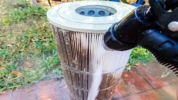 Cleaning pool filter